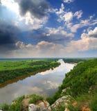 Paisagem com rio e chuva no horizonte Fotografia de Stock