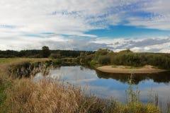 Paisagem com rio e nuvens Fotos de Stock Royalty Free