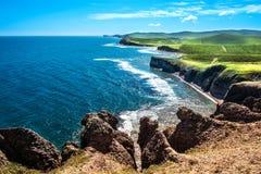 Paisagem com rochas e montes verdes Fotografia de Stock Royalty Free