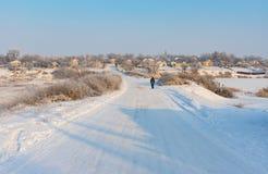 Paisagem com a rua do inverno no urbano-tipo pagamento Imagem de Stock Royalty Free