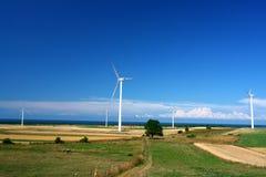 Paisagem com turbinas de vento imagens de stock