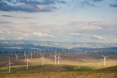 Paisagem com turbinas eólicas imagem de stock royalty free