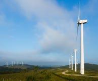 Paisagem com turbinas eólicas Imagens de Stock Royalty Free