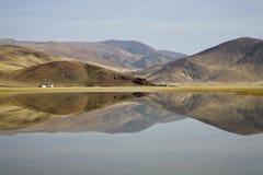 Paisagem com um lago Foto de Stock