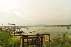 Paisagem com um porto de pesca velho Fotografia de Stock Royalty Free