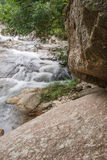 Paisagem com um rio da montanha Fotos de Stock Royalty Free