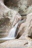 Paisagem com um rio da montanha Fotos de Stock
