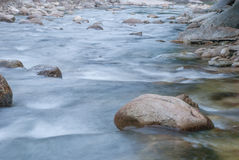 Paisagem com um rio da montanha Imagens de Stock Royalty Free