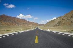 Paisagem com uma estrada Imagens de Stock Royalty Free