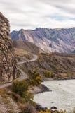 Paisagem com uma estrada da montanha Fotografia de Stock