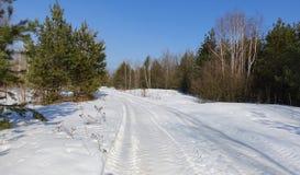 Paisagem com uma estrada nevado imagens de stock