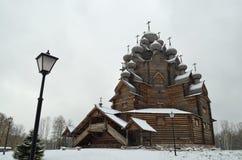 Paisagem com uma igreja no inverno Imagens de Stock Royalty Free