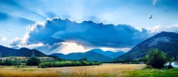Paisagem com uma nuvem fotos de stock royalty free