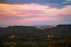 Paisagem com uma vila grega distante Fotografia de Stock Royalty Free