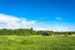 Paisagem com uma vila inoperante Burdovo Fotos de Stock Royalty Free