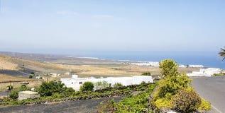 Paisagem com urbanização em Lanzarote Fotos de Stock Royalty Free