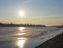 Paisagem congelada bonita do lago Imagens de Stock