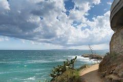 Paisagem corajoso do mar na estrada litoral, Costa Brava mediterrâneo fotos de stock