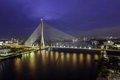 A paisagem crepuscular da ponte de Rama VIII (Banguecoque T imagem de stock royalty free
