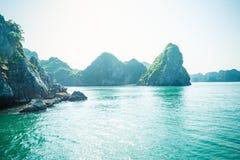 Paisagem da baía de Halong da pedra calcária Fotografia de Stock Royalty Free