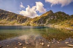 Paisagem da beleza das montanhas e dos lagos foto de stock royalty free