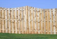 Paisagem da cerca e da grama do céu Imagem de Stock Royalty Free
