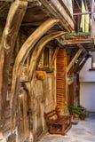 Paisagem da cidade - casa de madeira velha no estilo de Balcãs, cidade de Sozopol Imagens de Stock Royalty Free