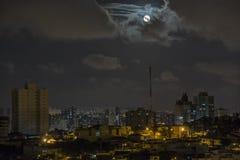 Paisagem da cidade do noturno imagens de stock