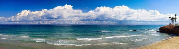 Paisagem da costa de mar na Espanha imagem de stock