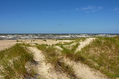 Paisagem da duna ao longo do mar Báltico em Liepaja, Letónia Foto de Stock Royalty Free