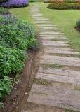 Paisagem da jardinagem floral com caminho Fotos de Stock Royalty Free