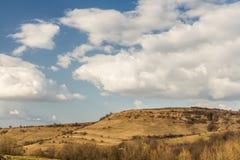 Paisagem da mola com nuvens Fotos de Stock Royalty Free