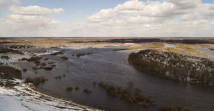 Paisagem da mola com rio Imagens de Stock Royalty Free
