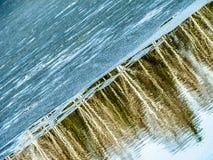Paisagem da mola no reservatório na região de Kaluga em Rússia imagens de stock royalty free