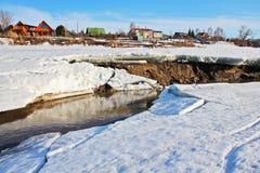 Paisagem da mola no rio Imagens de Stock