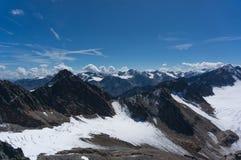 Paisagem da montanha da altura em cumes de Tirol foto de stock