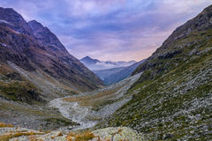 Paisagem da montanha com as nuvens nos Pyrenees, França, Imagem de Stock