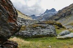 Paisagem da montanha com as nuvens nos Pyrenees, França, Fotos de Stock