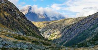 Paisagem da montanha com as nuvens nos Pyrenees, França, Imagem de Stock Royalty Free