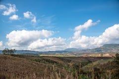 Paisagem da montanha com céu da nuvem Fotos de Stock Royalty Free
