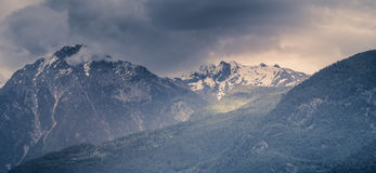 Paisagem da montanha com neve Fotografia de Stock Royalty Free