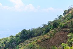 Paisagem da montanha com o céu azul em Tailândia Imagens de Stock Royalty Free