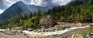 Paisagem da montanha com rio da montanha Imagem de Stock Royalty Free