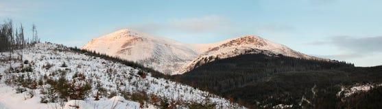 Paisagem da montanha da aurora Fotos de Stock Royalty Free