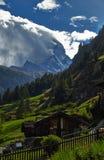 Paisagem da montanha do chalé Fotos de Stock Royalty Free