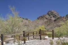 Paisagem da montanha do deserto com céu Cloudless imagem de stock royalty free