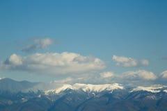 Paisagem da montanha do inverno com as montanhas Carpathian como o modelo preliminar fotografia de stock royalty free