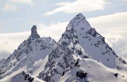 Paisagem da montanha do inverno nos cumes suíços acima de Klosters com o Litzner bruto e os picos de montanha brutos de Seehorn fotos de stock