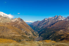Paisagem da montanha dos cumes no suíço Fotos de Stock Royalty Free