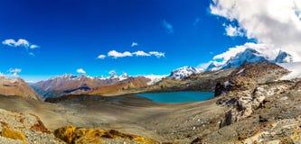 Paisagem da montanha dos cumes no suíço Foto de Stock